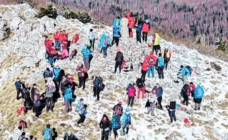 Tradicionalni pohod PD-a Bijele stijene privukao brojne planinare