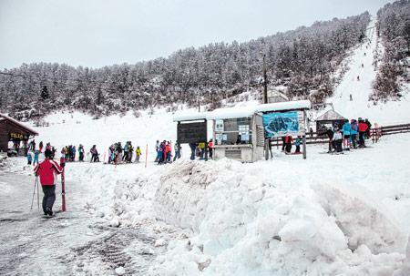 U Mrkoplju zadovoljni velikim interesom za skijanje i žele ga cijele zime